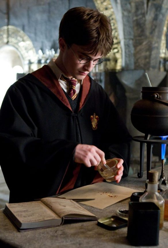 harry_potter_creating_potion_obeying_the_instruction_of_the_half-blood_prince