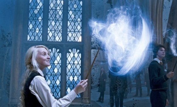 "EVANNA LYNCH as Luna Lovegood in Warner Bros. Pictures' fantasy ""Harry Potter and the Order of the Phoenix."" PHOTOGRAPHS TO BE USED SOLELY FOR ADVERTISING, PROMOTION, PUBLICITY OR REVIEWS OF THIS SPECIFIC MOTION PICTURE AND TO REMAIN THE PROPERTY OF THE STUDIO. NOT FOR SALE OR REDISTRIBUTION"